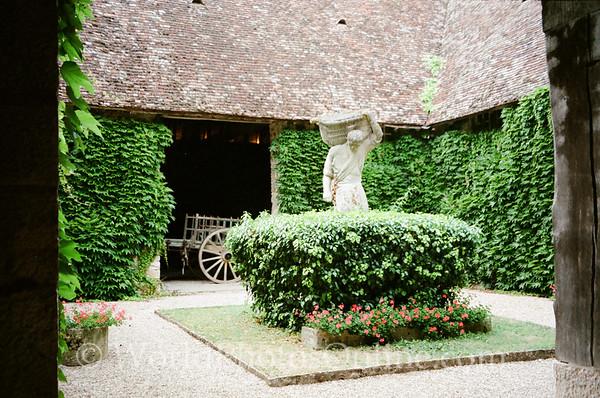 Burgundy - Chateau De Clos De Vougeot - Courtyard 1