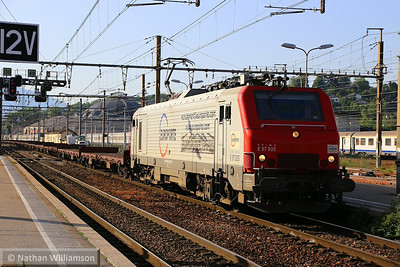 37505 arrives into Chambery (Southern France) 07/06/14