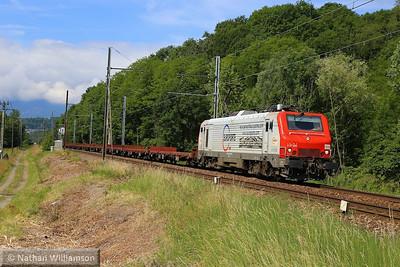 37505 passes Cruet heading towards Italy (Southern France) 05/06/14  Watch the video at: http://youtu.be/iy8Jtyj-7ig