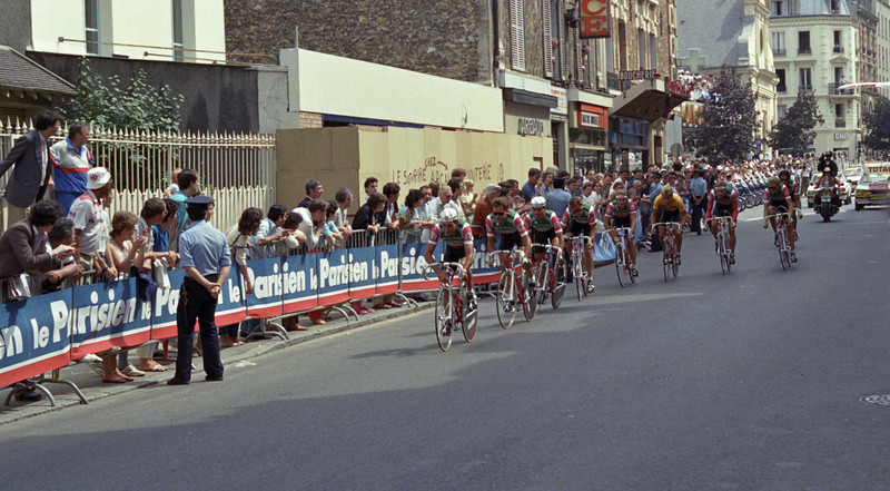 Team 7-11, with the yellow jersey, starting stage 1b of the 1986 Tour de France.  They go on to crash and lose the jersey on this stage.