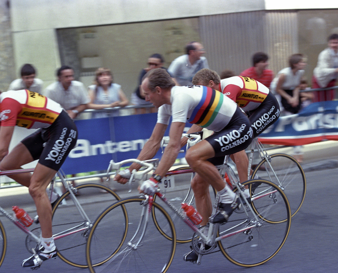Joop Zoetmelk wearing the Arc en ciel, at the 1986 Tour de France.