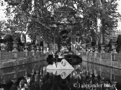 Face in Fountain - Luxembourg gardens - Black and White
