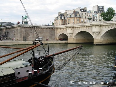 Barge at Pont Neuf