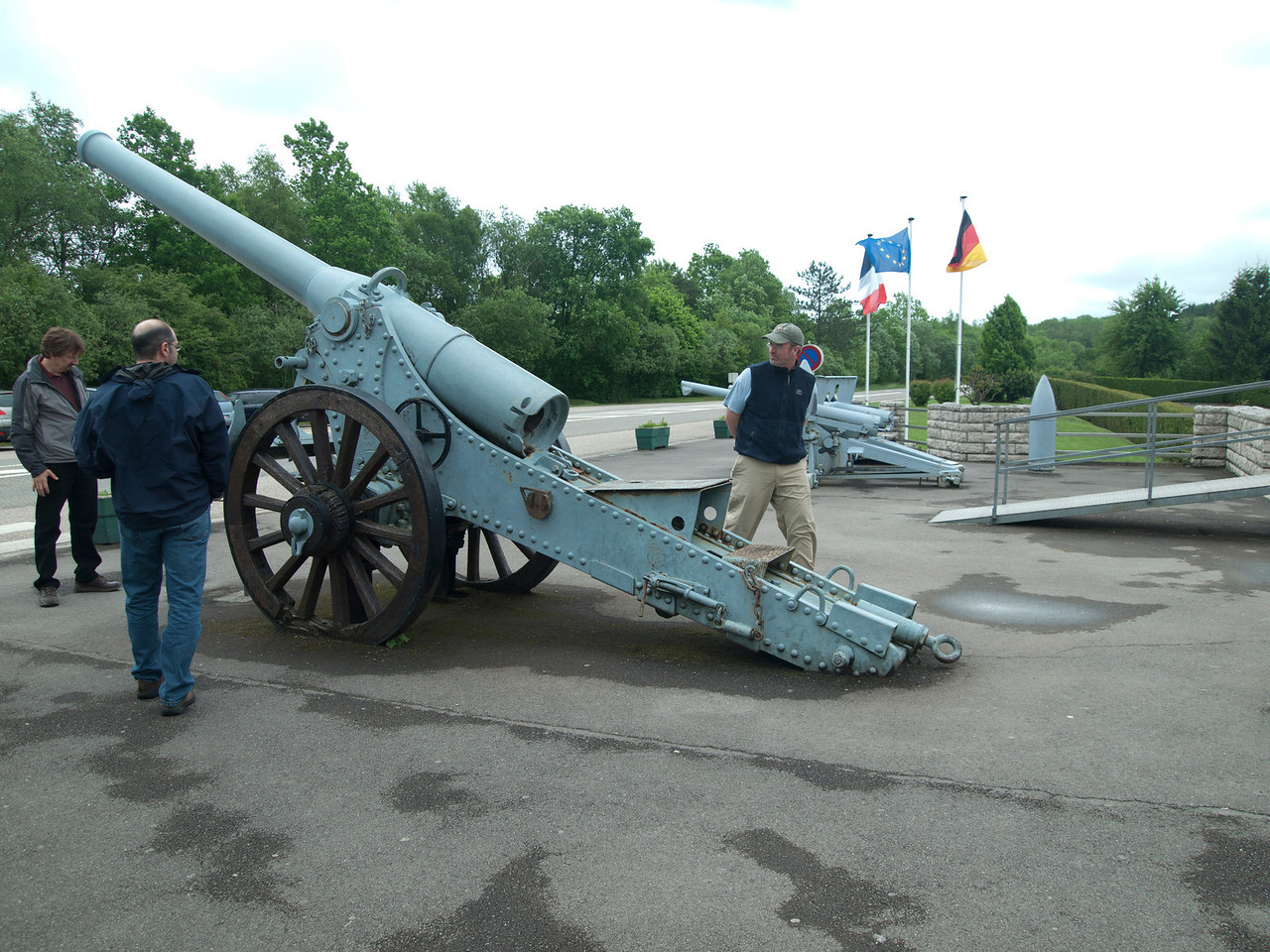 David and Mike inspect artillery outside the Verdun museum.