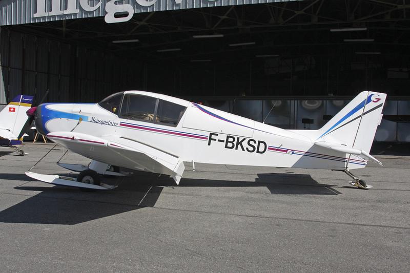 F-BKSD SAN Jodel D.140 Mousquetaire c/n 91 Megeve/LFHM/MVV 04-07-08