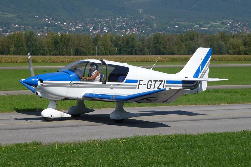 F-GTZI Robin DR.400-120 Petit Prince c/n 2443 Grenoble-Le Versoud/LFLG 11-09-11