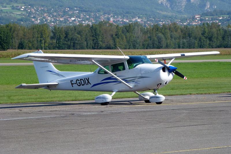 F-GDIX Reims-Cessna F.172P c/n 2162 Grenoble-Le Versoud/LFLG 11-09-11