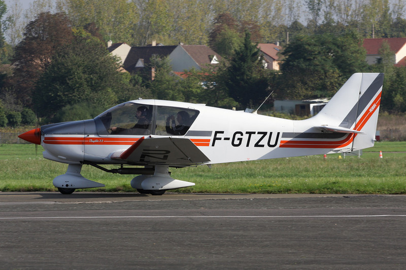 F-GTZU Robin DR.400-120 Petit Prince c/n 2486 St.Cyr L'Ecole/LFPZ 10-10-10