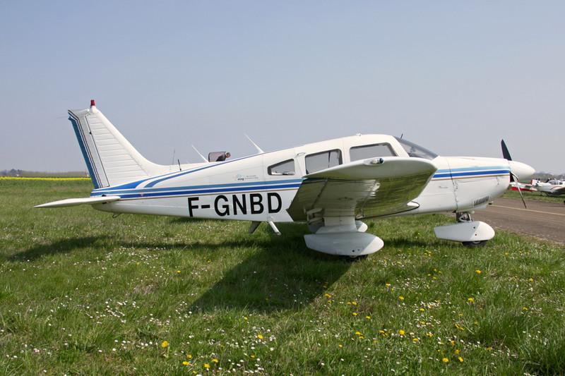 F-GNBD Piper PA-28-181 Archer II c/n 28-8090311 Beaune/LFGF/XBV 17-04-10