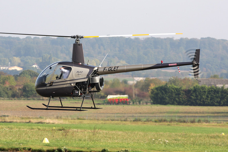 F-GLET Robinson R-22 Beta c/n 1957 St.Cyr l'Ecole/LFPZ 10-10-10