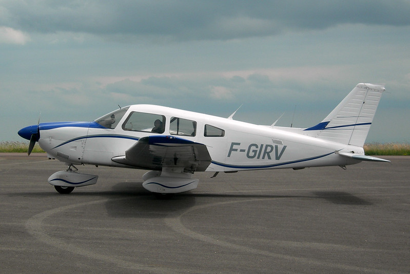 F-GIRV Piper PA-28-181 Archer II c/n 28-8590018 Dijon-Darois/LFGI 15-06-12