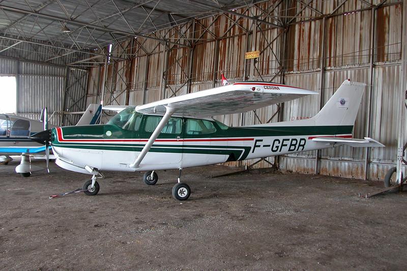 F-GFBR Cessna 172RG Cutlass c/n 172RG-0668 Dijon-Darois/LFGI 22-04-10