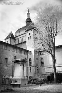 Hotel Dieu Courtyard