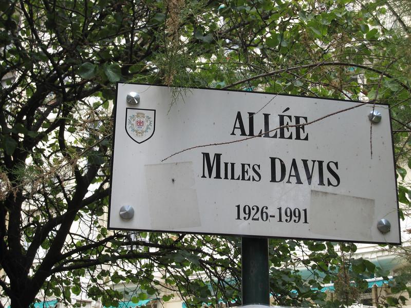 Allee Miles Davis memorial sign in Nice, France
