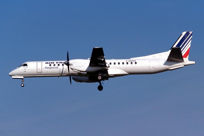 """F-GMVE SAAB 2000 """"Regional Airlines"""" c/n 040 Brussels/EBBR/BRU 23-04-04 (35mm slide)"""