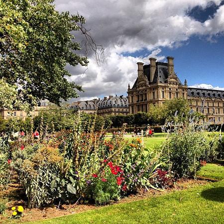 Jardin de Tuileries, a last gasp of summer in Paris #lovingthemoment