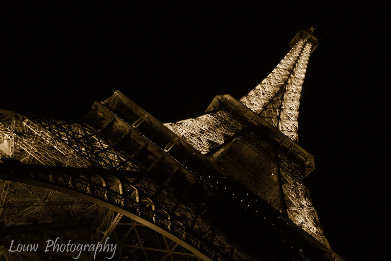 "<a target=""NEWWIN"" href=""http://en.wikipedia.org/wiki/Eiffel_tower"">Tour Eiffel</a> at night, Paris, France"