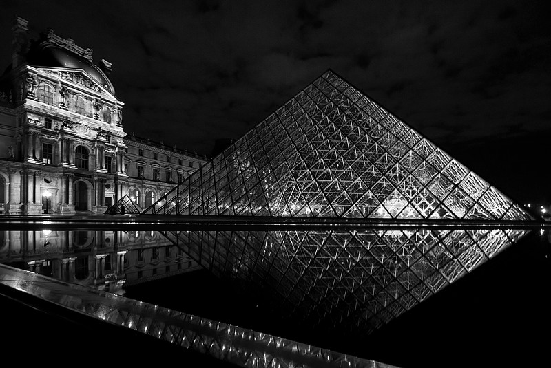"<a target=""NEWWIN"" href=""http://en.wikipedia.org/wiki/Louvre"">Musée du Louvre</a> at night, Paris, France"