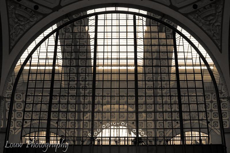 "Inside the <a target=""NEWWIN"" href=""http://en.wikipedia.org/wiki/Mus%C3%A9e_d%27Orsay"">Musée d'Orsay</a>, Paris, France"