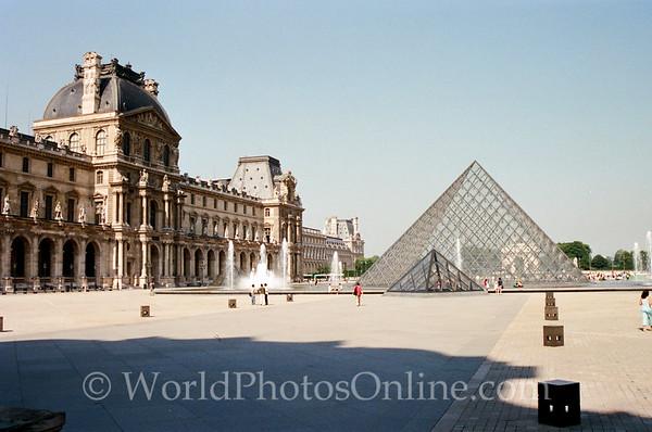 Paris - Louve Pyramid