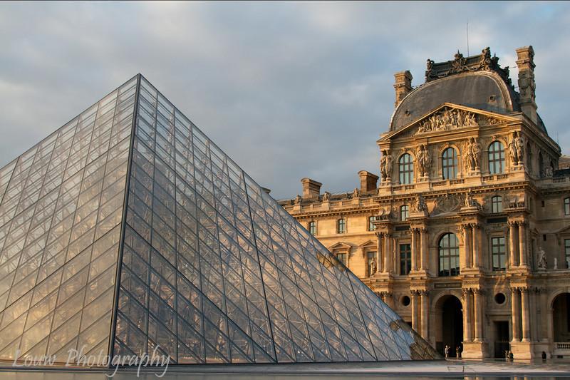 """<a target=""""NEWWIN"""" href=""""http://en.wikipedia.org/wiki/Louvre"""">Musée du Louvre</a> at sunset, Paris, France"""