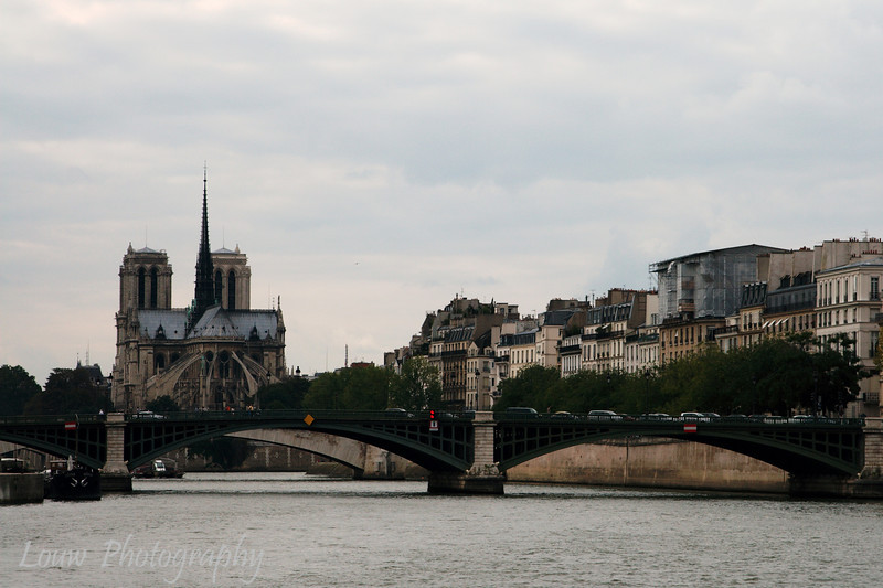 "<a target=""NEWWIN"" href=""http://en.wikipedia.org/wiki/Pont_de_Sully"">Pont de Sully</a> and the back of <a target=""NEWWIN"" href=""http://en.wikipedia.org/wiki/Notre_Dame_de_Paris"">Notre Dame de Paris</a>, Paris, France"