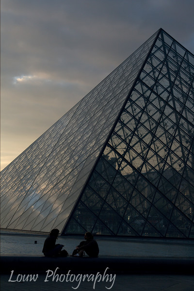 "<a target=""NEWWIN"" href=""http://en.wikipedia.org/wiki/Louvre_Pyramid"">Louvre Pyramid</a> at sunset, Paris, France"