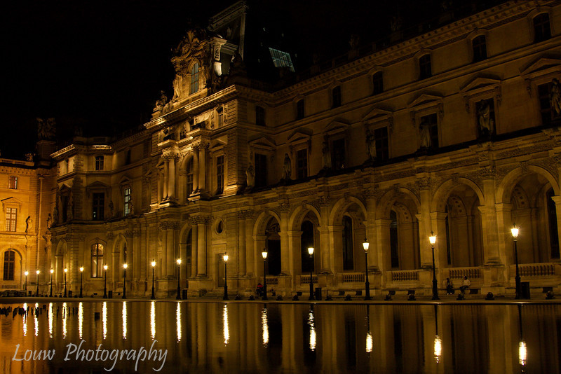 "<a target=""NEWWIN"" href=""http://en.wikipedia.org/wiki/Palais_du_Louvre"">Palais du Louvre</a> at night, Paris, France"
