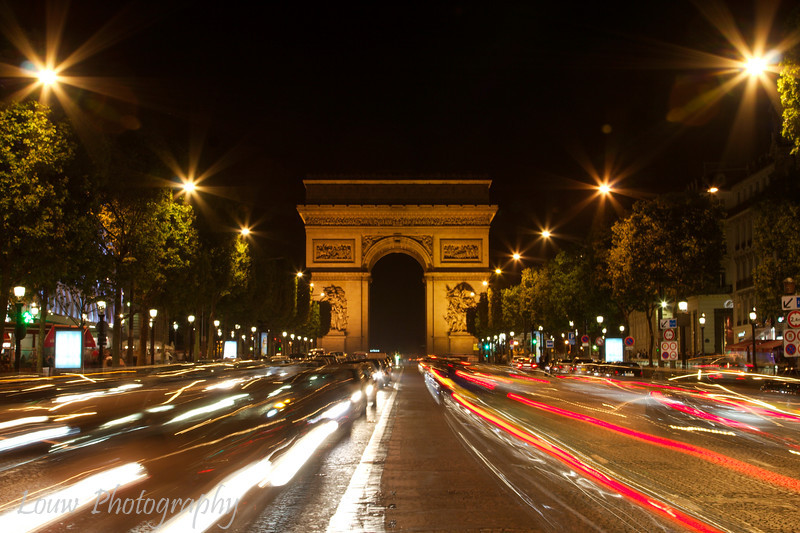 "<a target=""NEWWIN"" href=""http://en.wikipedia.org/wiki/Arc_de_Triomphe"">Arc de Triomphe</a> at night as seen from the <a target=""NEWWIN"" href=""http://en.wikipedia.org/wiki/Champs_Elysees"">Champs-Élysées</a>, Paris, France"