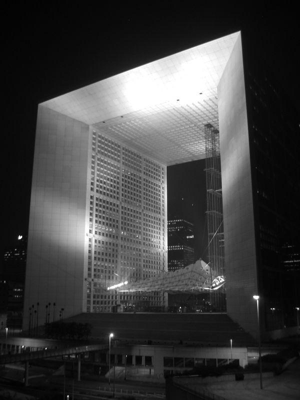 Grand Arc, in La Defense, at night