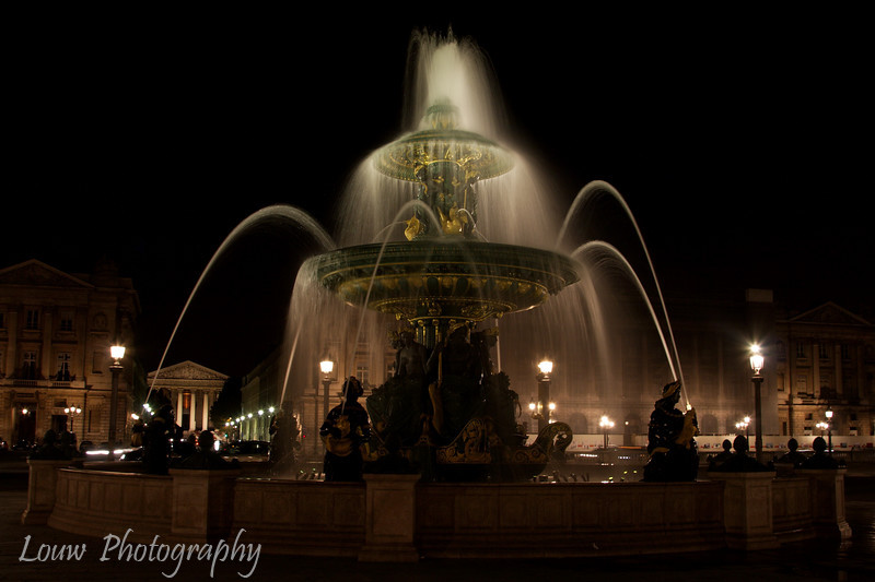 "Fountain at the <a target=""NEWWIN"" href=""http://en.wikipedia.org/wiki/Place_de_la_Concorde"">Place de la Concorde</a>, Paris, France"