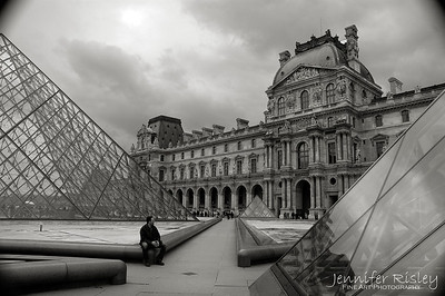 Musee du Louvre: Between the Pyramids