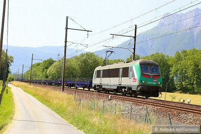 436345 passes Les Treppes on an empty cartic  08/06/14