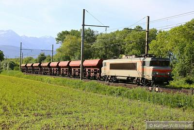 407437 heads away from Montmelian on a ballast  10/06/14