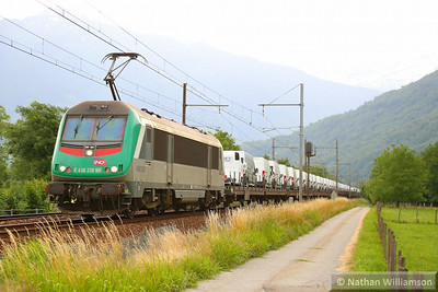 436338 passes Les Treppes with a loaded cartic  10/06/14
