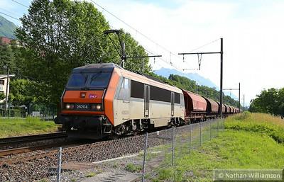 426424 passes Cruet on a ballast  06/06/14