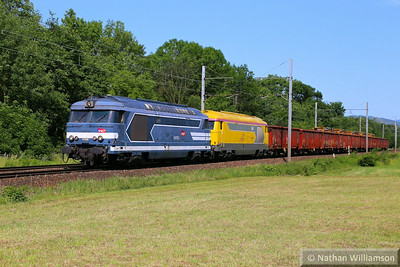 67526 & 67608 arrive into Montmelian on an engineers  10/06/14