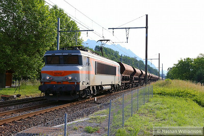 407437 passes Cruet with a mixed freight of ballast and tank cars  06/06/14