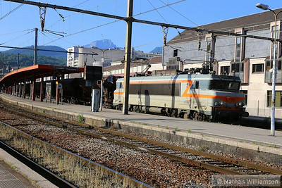 407380 arrives into Chambery on a freight  07/06/14