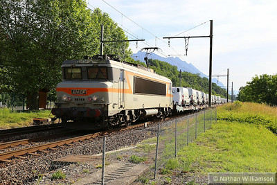 404739 passes Cruet on a loaded cartic from Italy  06/06/14