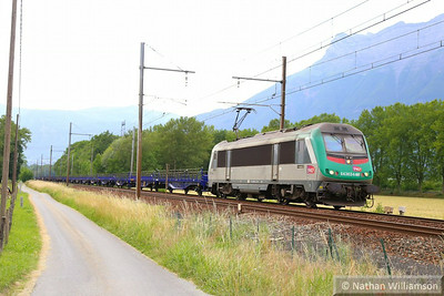 436344 passes Les Treppes with an empty cartic  10/06/14