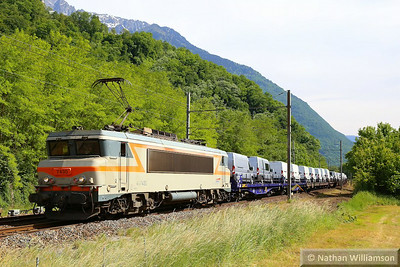 407430 passes Argentine/Epirre Crossing on a loaded van train from Italy  06/06/14