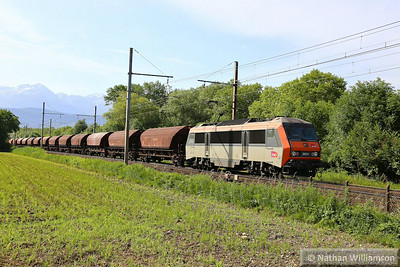 426211 heads north away from Montmelian  10/06/14