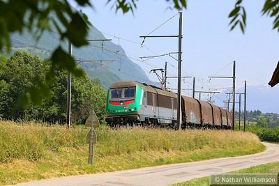 436336 heads north through St Jean De La Porte on a steel  08/06/14