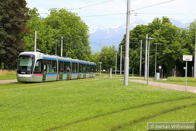6049 arrives into 'Les Taillées Universités' in Grenoble  07/06/14