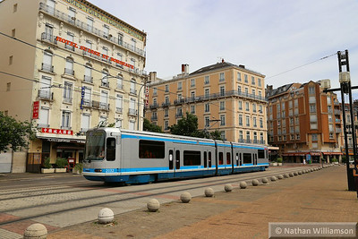 2032 arrives into Gare SNCF in Grenoble  07/06/14