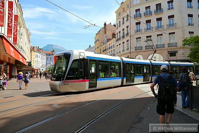 6049 passing Maison du Tourisme in Grenoble  07/06/14