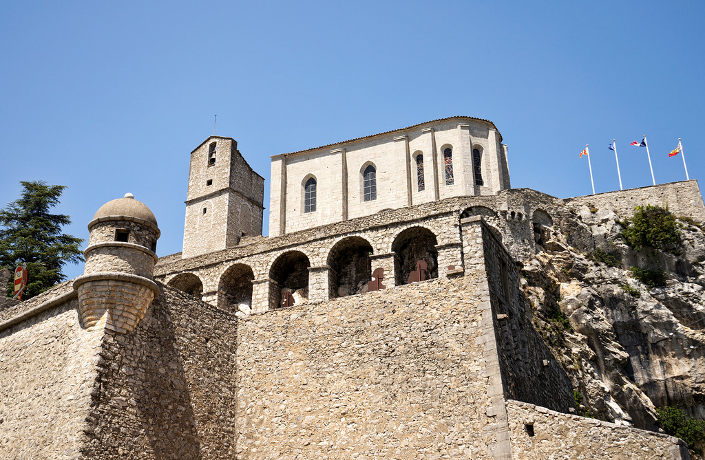 the chapel and a sentry post in sisteron in front of a clear blue sky