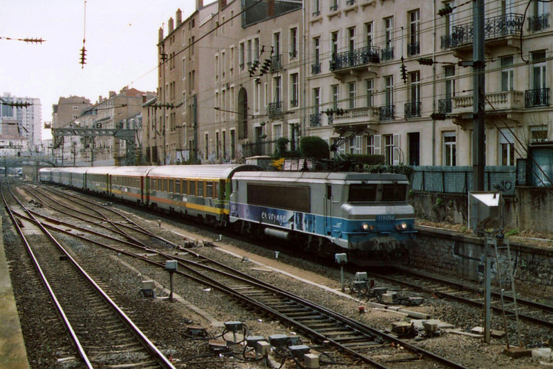 BB 15056 leaves Nancy with a Téoz service to Paris during the summer of 2006.