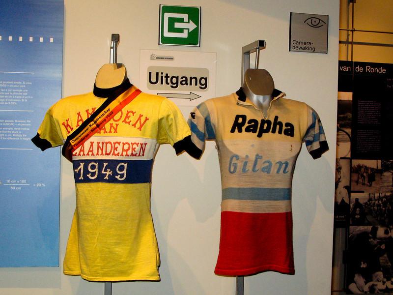The 1949 winner of the Kampioenschap  van Vlaanderen was Emile Van Der Veken.  This may have been his jersey (L).